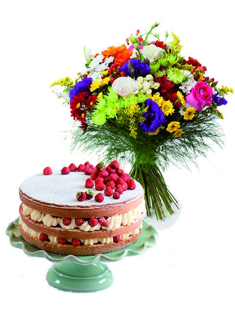 Bouquet di fiori misti con torta crema e fragole.