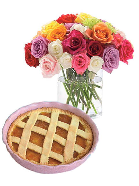 Bouquet di rose colorate con crostata marmellata
