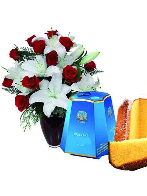 bouquet di gigli rose rosse e pandoro