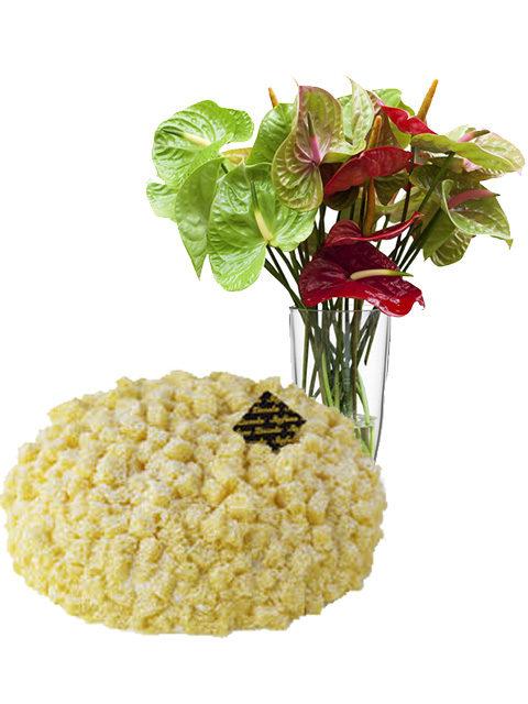 torta mimosa con bouquet di anthurium