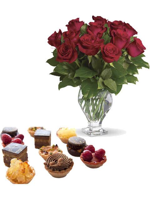 spasa di pasticcini con 12 rose rosse