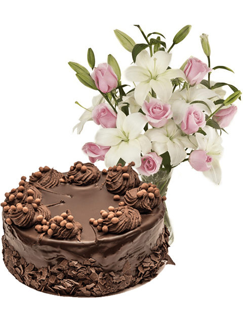 torta al cioccolato con bouquet di rose rosa e gigli