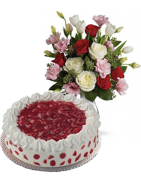 torta gelato alle fragole con lisianthus